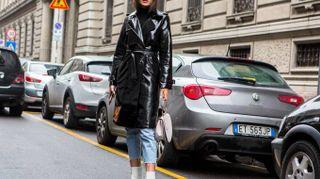 Milano Fashion Week, pennellate di rosa e pantaloni a zampa. I look escono allo scoperto