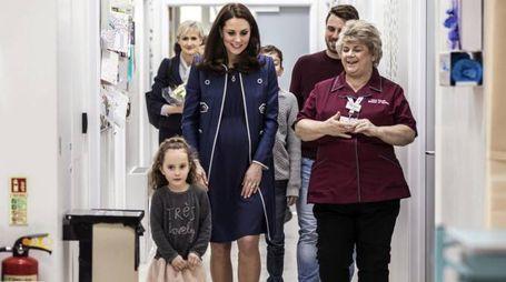 Londra, Kate Middleton nel reparto di Ostetricia e Ginecologia del St Thomas (Ansa)
