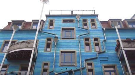La facciata principale del palazzo – Foto: munda1/YouTube