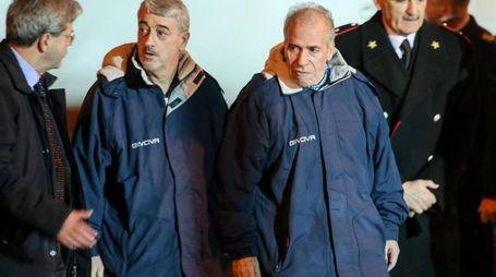 Paolo Gentiloni con Gino Pollicardo e Filippo Calcagno (Ansa)