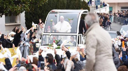 Papa Francesco a San Giovanni Rotondo (Ansa)