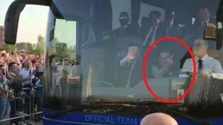 Juve-Napoli, la foto di Sarri che fa il dito medio ai tifosi