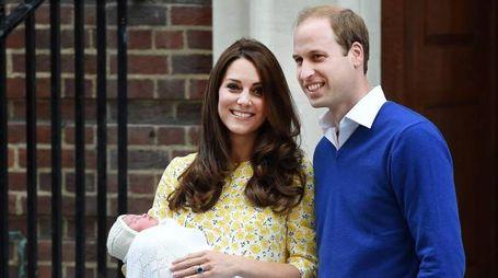 Kate Middleton e il principe Harry dopo la nascita di Charlotte (Ansa)