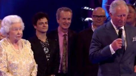 La regina Elisabetta II e il principe Carlo (da bbc)
