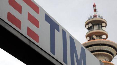 La sede di Tim a Rozzano (Milano) (Ansa)