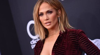 Billboard Music Awards 2018, da JLo a Taylor Swift. Spacchi hot e trasparenze