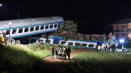 Treno deragliato a Caluso (Ansa)
