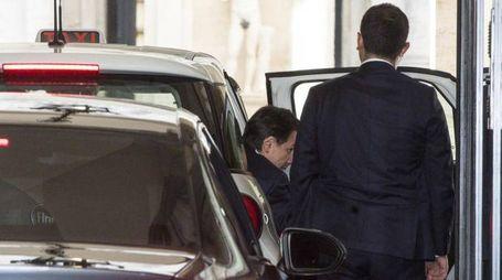 Conte arriva in taxi nella sede di Bankitalia (Ansa)