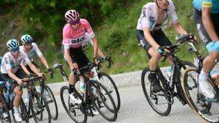 Giro d'Italia 2018, Froome resiste a Cervinia e ipoteca il trionfo