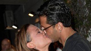Fabrizio Corona e Silvia Provvedi, baci appassionati al party