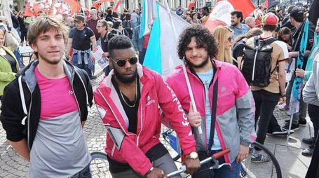 I riders in corteo il primo maggio a Torino (Ansa)