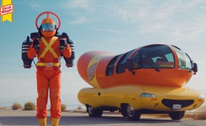 Il Super Hotdogger volante - Foto: Business Wire/The Kraft Heinz Company