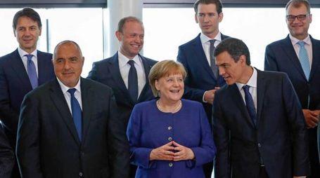 Foto di gruppo del vertice Ue sui migranti (Ansa)
