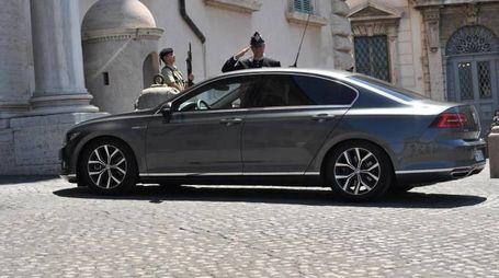La macchina con a bordo Matteo Salvini arriva al Quirinale (Ansa)