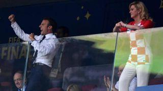 Finale Mondiali, Macron scatenato esulta davanti alla presidente croata