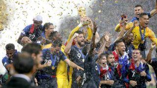 """Francia campione del mondo: la premiazione. Griezmann: """"Dormo con la coppa"""""""