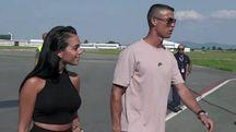 Cristiano Ronaldo e Georgina Rodriguez sbarcano all'aeroporto Caselle (Ansa)