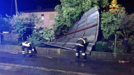 Intervento dei vigili del fuoco in Veneto per i danni del maltempo (Foto Ansa)