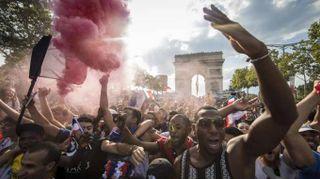Francia campione:Bleus a Parigi,marea umana a Champs Elysées
