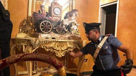 Un momento della maxi operazione dei carabinieri contro il 'clan Casamonica' (Ansa)