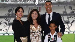 Cristiano Ronaldo, foto su Instagram. Con mamma, figlio e Georgina allo Juventus Stadium