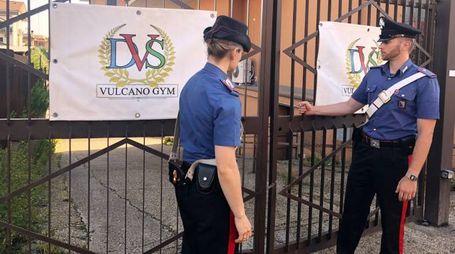 Le perquisizioni dei Carabinieri nella villa dei Casamonica (LaPresse)