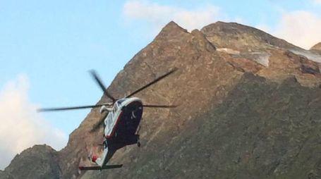 Il soccorso alpino valdostano sul Cervino, foto d'archivio (Ansa)