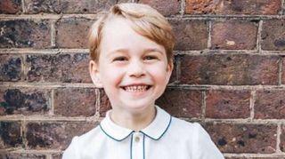 George di Cambridge, foto ufficiale per i 5 anni. Il sorriso furbetto conquista i social