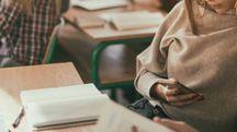 La distrazione da cellulare riduce le prestazioni a scuola - foto skynesher istock