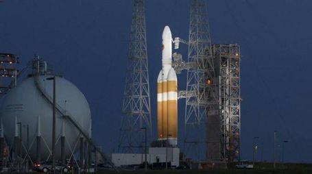 Rampa di lancio del razzo Delta IV con la sonda Parker a bordo (Ap, Nasa)