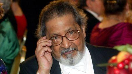 Naipaul nel 2001, quando vinse il premio Nobel per la letteratura (Ansa)