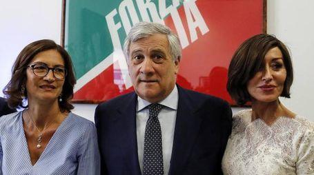 Antonio Tajani tra Mariastella Gelmini e Anna Maria Bernini (Ansa)
