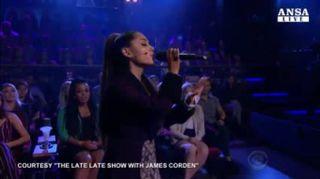 Ariana Grande e James Corden reinventano il Titanic