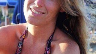 Maria Elena Boschi, bikini perfetto al mare. E in Aula è un tripudio di colori