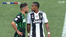 Douglas Costa sputa a Di Francesco