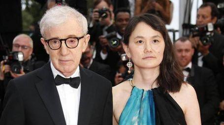 Woody Allen con Soon Yi (Ansa)