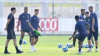 Champions: Juventus, Dybala recupera e De Sciglio out