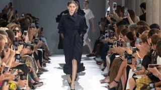 Milano Moda Donna, con Max Mara sfila la donna guerriera