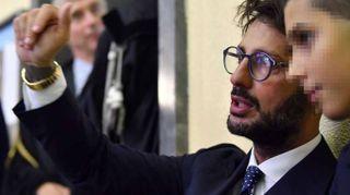 Corona con il figlio in Tribunale Milano per appello