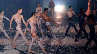 Dior, il defilé a passo di danza apre la Parigi fashion week