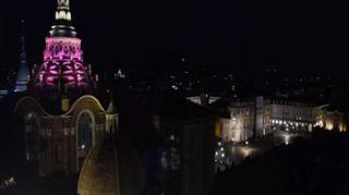 Torino, riapre la cappella della Sindone: le immagini delle luminarie notturne