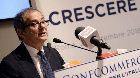 Giovanni Tria durante il convegno di Confcommercio (LaPresse)