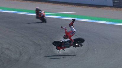MotoGp, il momento della caduta di Jorge Lorenzo