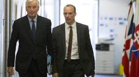 Dominic Raab e Michel Barnier (Ansa)