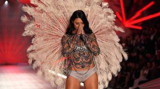 Victoria's Secret, in passerella gli angeli gladiatori. L'ultimo show di Adriana Lima
