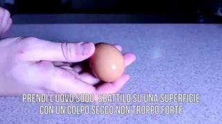 Come sgusciare un uovo sodo in 1 secondo
