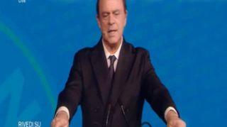 """Crozza/Berlusconi: """"Governo di irresponsabili , ci porteranno all'assolumismo, assalatismo...assolutismo"""""""