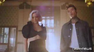 "Fedez duetta con Zara Larsson, il video di ""Holding Out For You"""