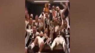 Supercoppa alla Juve, la festa negli spogliatoi