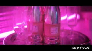 """""""7 Rings"""", nel nuovo singolo Ariana Grande tra amiche e champagne"""